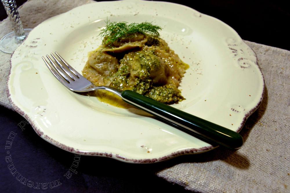 Ravioli di carciofi su pesto di finocchietto