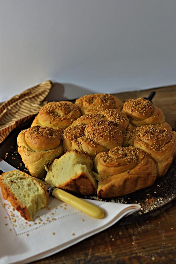Pane bulgaro con sopra il sesamo